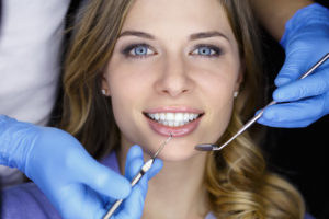 woman visits cosmetic dentist in Melbourne